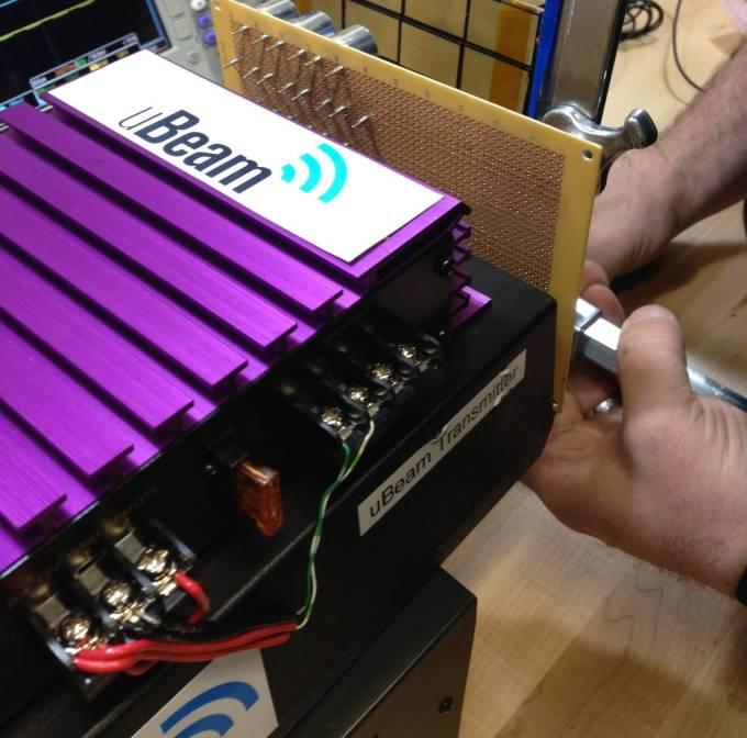 uBeam 的無線充電發射器原型 photo via TechCrunch