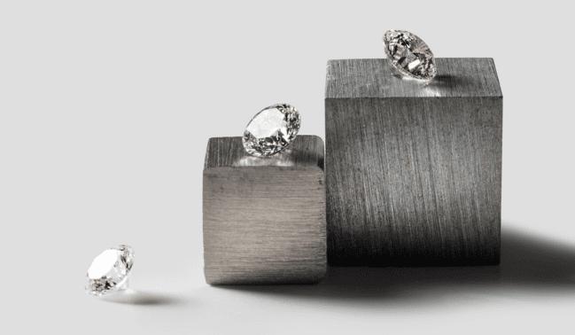 這種 合成鑽石 的新技術 號稱可更有效率的培養數量只占天然鑽石中1~2% 的Type IIa頂級鑽石。圖片來源:Diamond Foundry 官網截圖