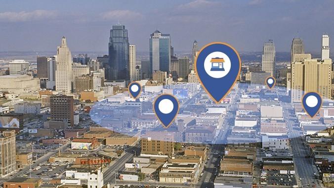 Facebook 提供當地商店兩大行銷工具,包含進階版根據使用者所在地更改資訊的在地廣告和商家附近的人口資料庫。圖片來源 facebook 官網截圖