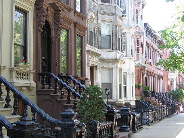 Greenpoint 社區街道,看得出過去歐洲殖民所留下的建築風格。