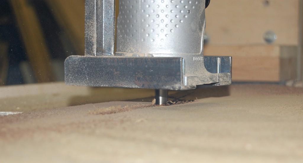 CNC 透過位移控制系統,以減法方式切削雕塑出成品(photo via Clarence Risher@flickr, CC License)