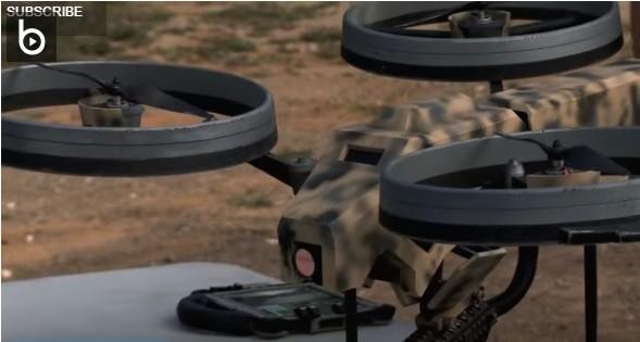 YouTube 槍械教學頻道 FPSRussia 也曾在節目上將機關槍和無人機結合成新型武器。截圖來源:Prototype Quadrotor with Machine Gun!