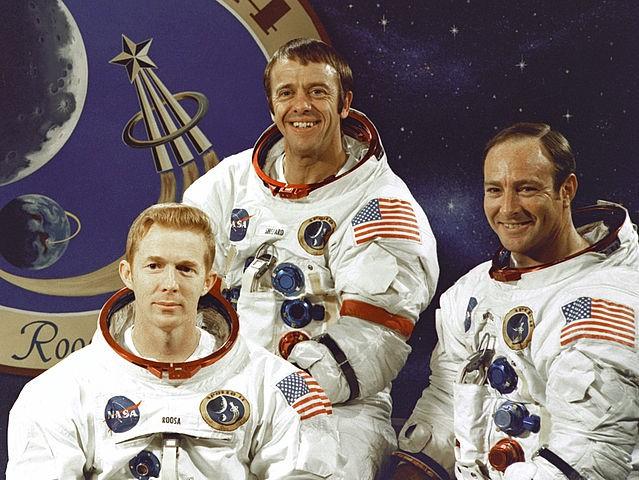 左至右分別為:Roosa, Shepard, Mitchell