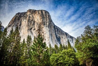 加州優勝美地國家公園中的知名景點 El Capitan 巨岩。圖片來源 Mr.Nixter @Flickr
