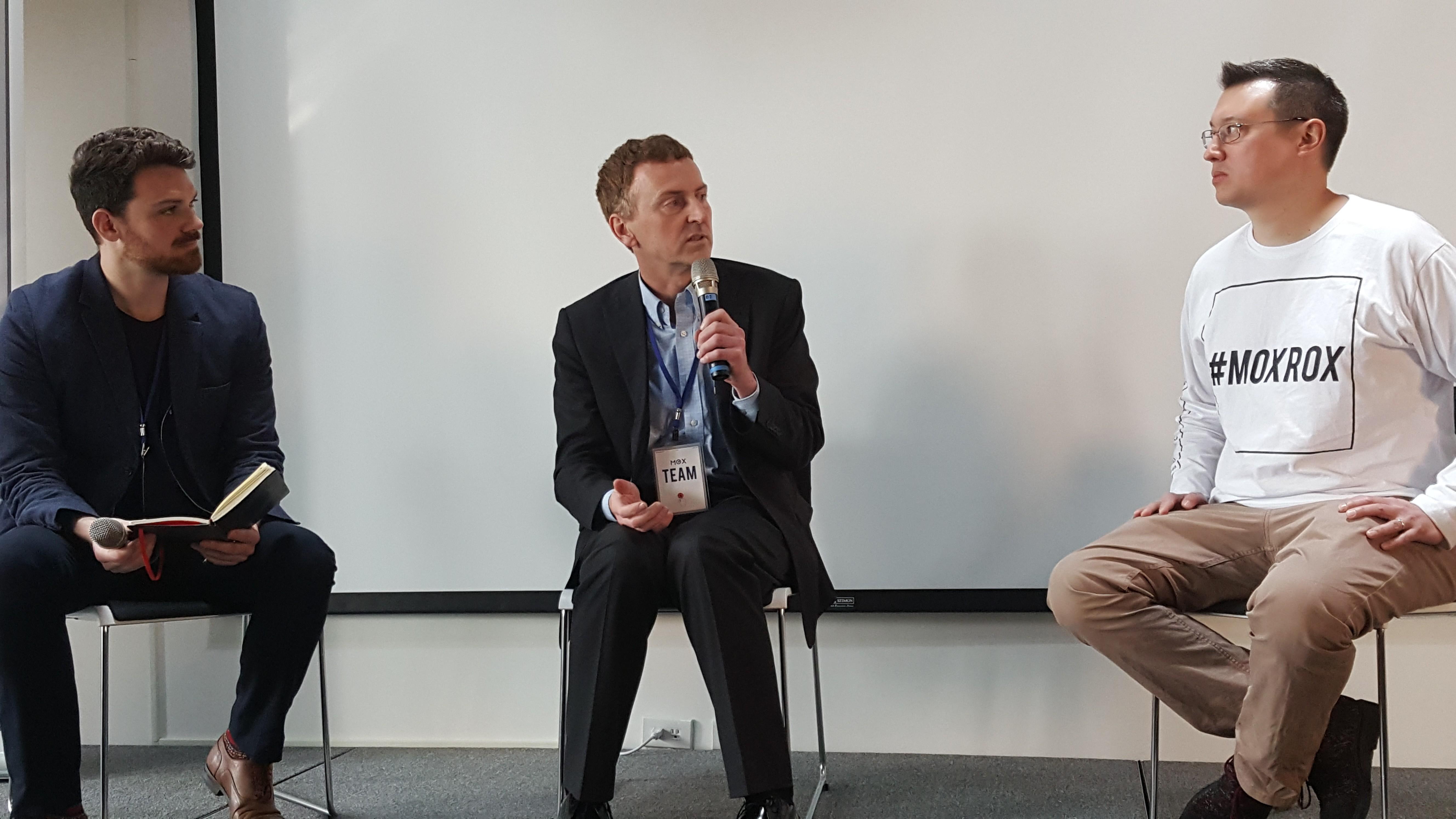 左起 MOX 成長總監 Ryan Shuken,SOSV 創辦人 Sean O'Sullivan 和 MOX 常務董事賓威廉。攝影:PanX。