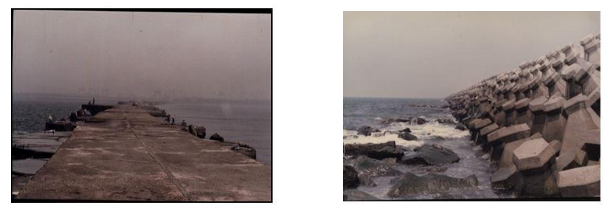 圓形沉箱構成的防波堤(左圖)與消波塊式防波堤(右圖)。