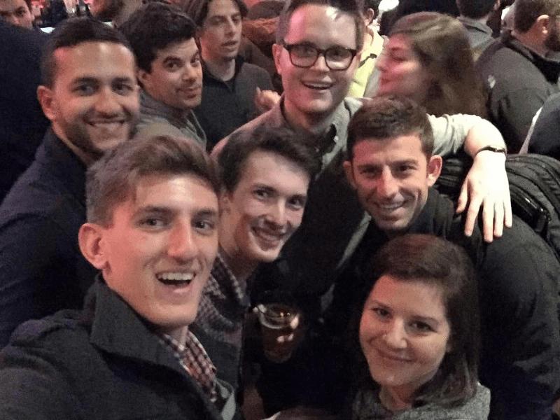 在歡迎晚會上和 RapidAPI 團隊一同慶祝 Photo cred: Iddo