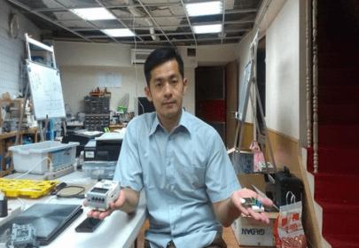 曾吉弘大一時就到樂高機器人的代理商打工,後來進入國北教大玩具設計研究所就讀。2008 年退伍後,他和兩位夥伴一起創立了CAVEDU,以樂高套件為主要教材,投身機器人教育。(圖片來源:曾吉弘)