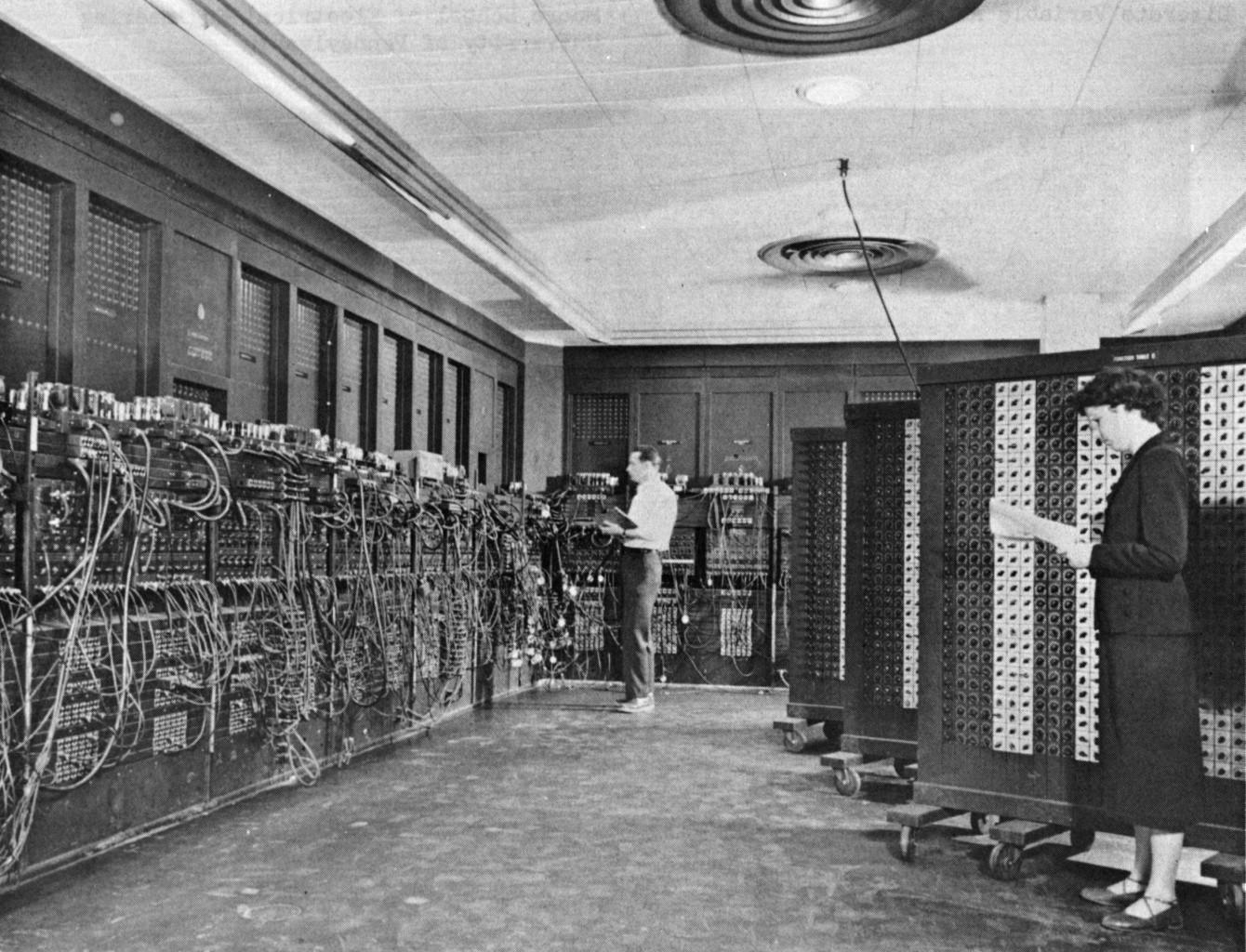 封面圖片來源:https://en.wikipedia.org/wiki/ENIAC#/media/File:Eniac.jpg