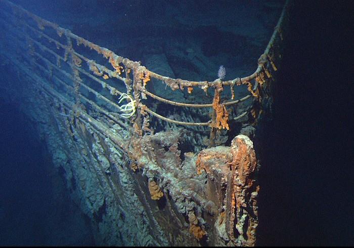鐵達尼號船首殘骸。鐵達尼號的殘骸一直到了 1985 年才終於被尋獲。 圖片來源:Wikipedia