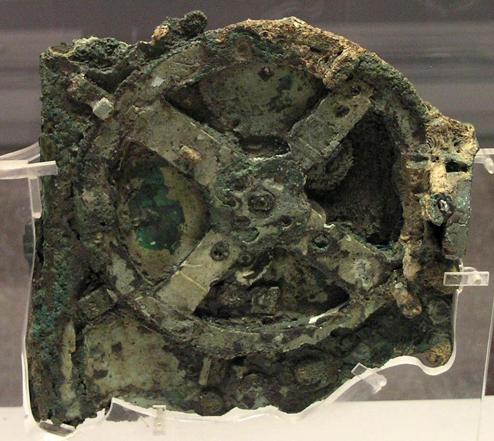 最早被發現的安堤基特拉機械碎片。 圖片來源:Wikipedia