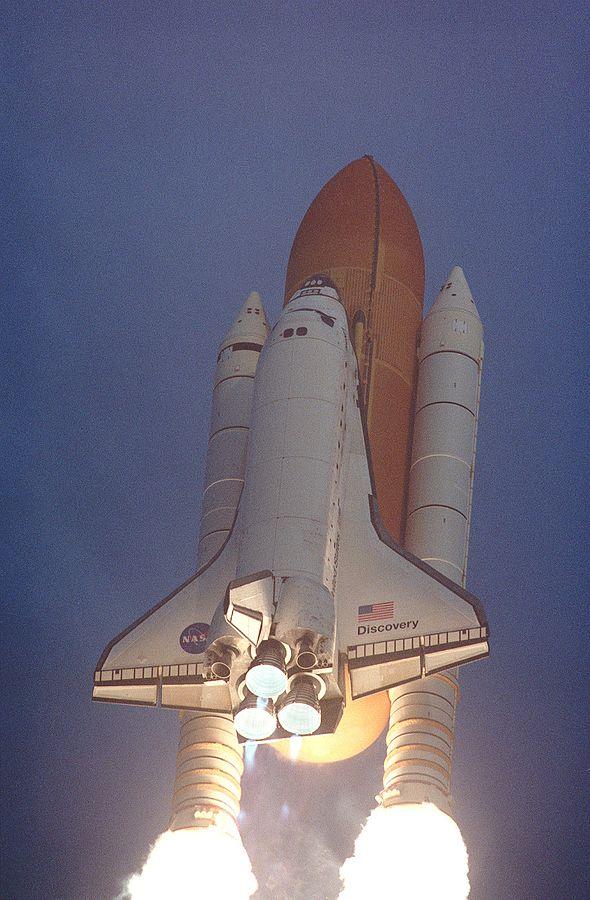 剛剛升空的「發現號太空梭」。圖片來源:Wikipedia