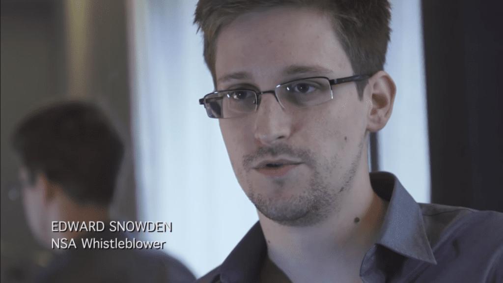 將 PRISM 計畫公諸於世的史諾登。 圖片來源:Youtube 截圖(Ed Snowden interview with The Guardian)
