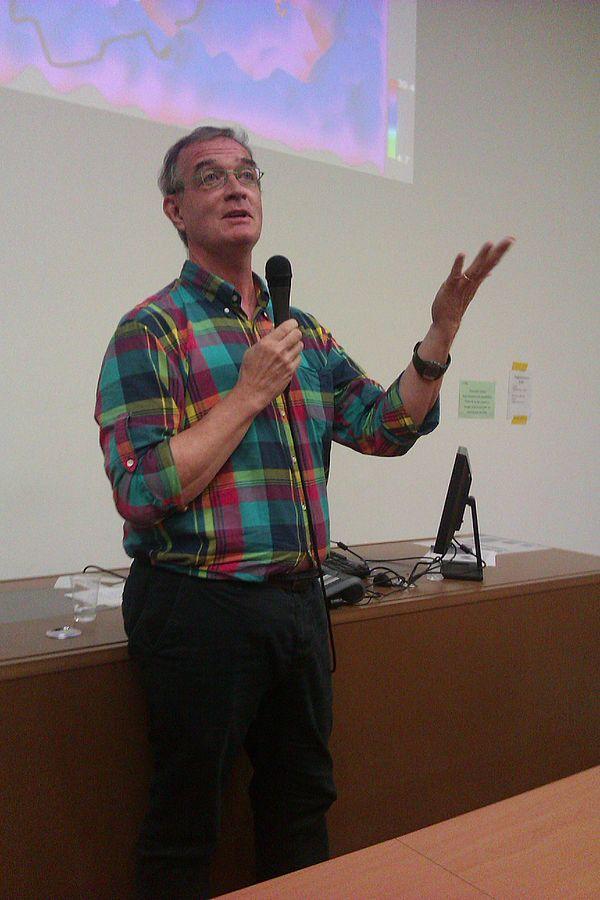 Stephen Friend 攝於 2013 年巴黎。圖片來源:Daniel Mietchen@wikipedia