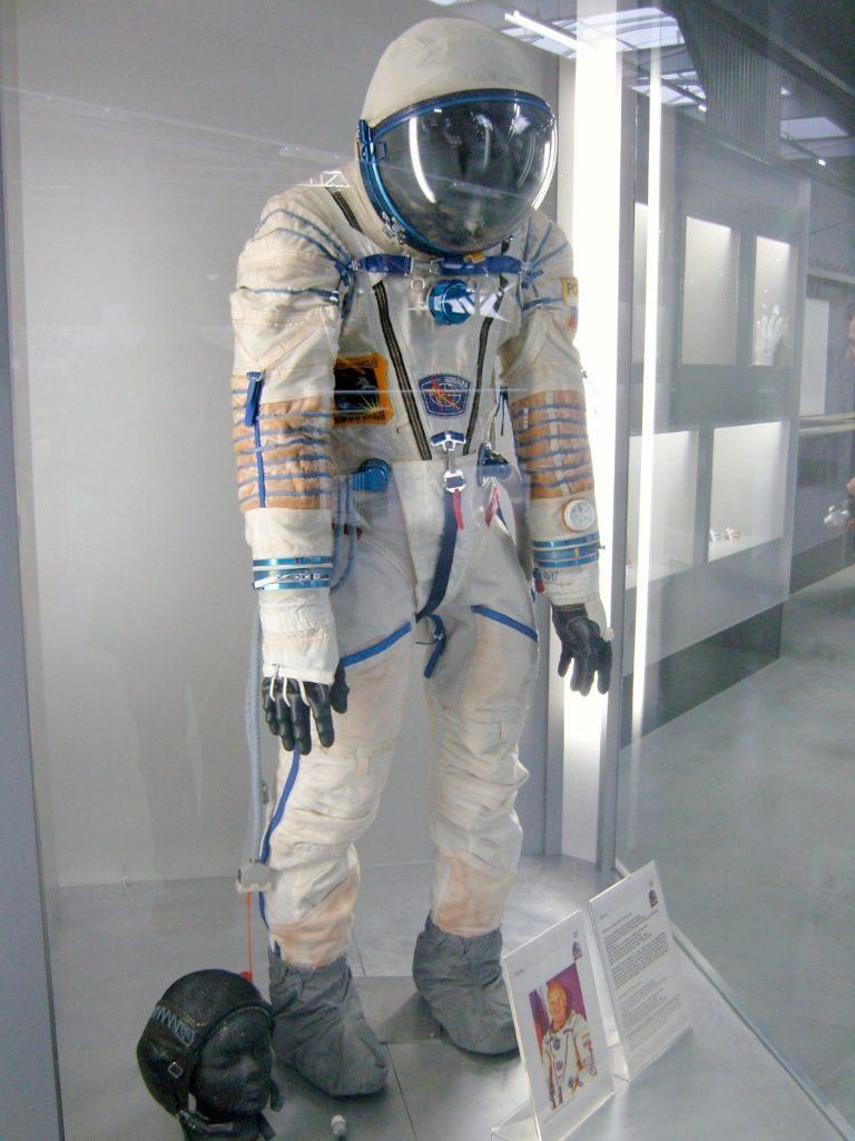 蘇聯於 1973 年啟用的太空人艙內太空衣,便是為了預防像「聯盟 11 號」這般的事故再度發生。這套太空衣甚至一職沿用到了今天。 圖片來源:Wikipedia