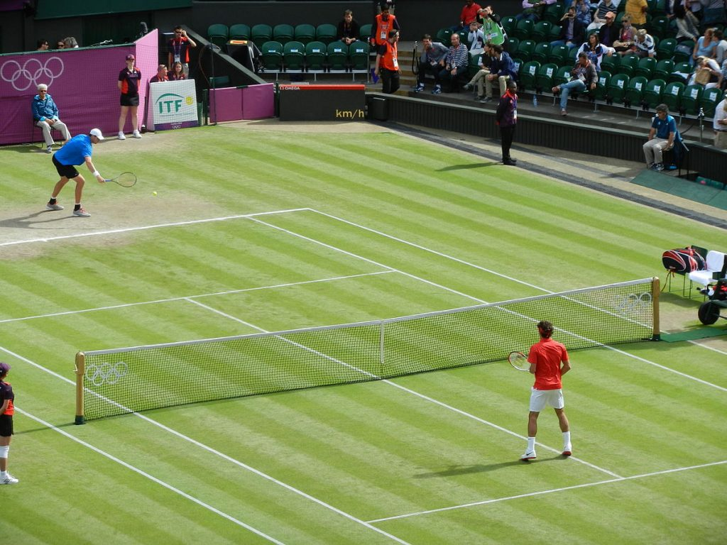 1200px-London_2012_Federer-Isner_Quarterfinal_Warm_Up