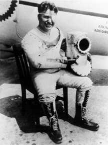 波斯特,穿著他第一款成功實用的壓力裝。 圖片來源:Wikipedia