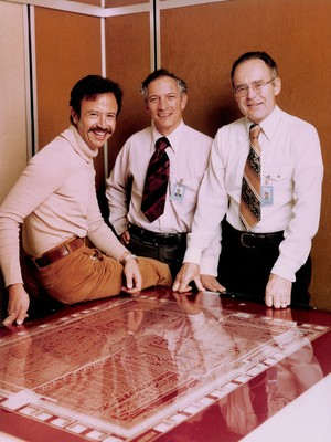 創辦 Intel 的三位關鍵人物,左起葛洛夫、諾伊斯、摩爾。 圖片來源:Wikipedia