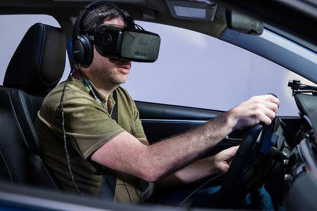 Oculus VR 頭戴式顯示器。圖片來源:Nan Palmero @flickr , CC 2.0