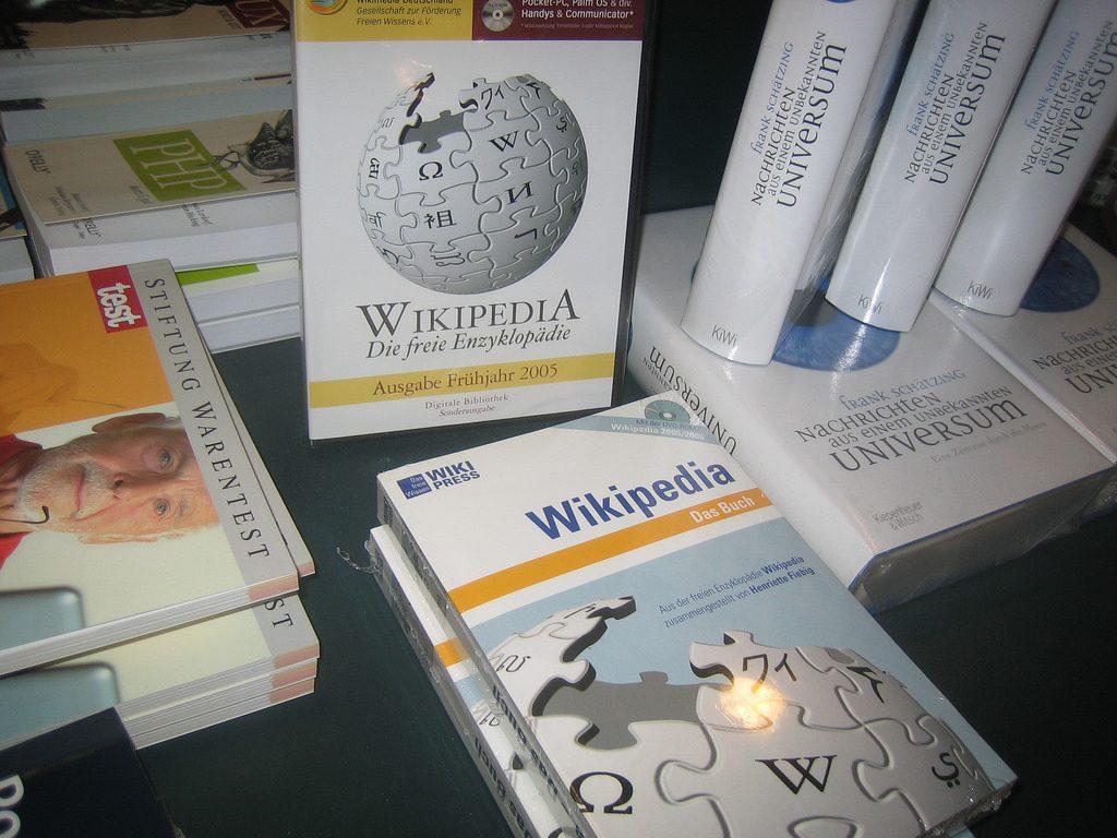 德語版的維基百科已出版成書。圖片來源:Jeramey Jannene@@flickr, by CC 2.0