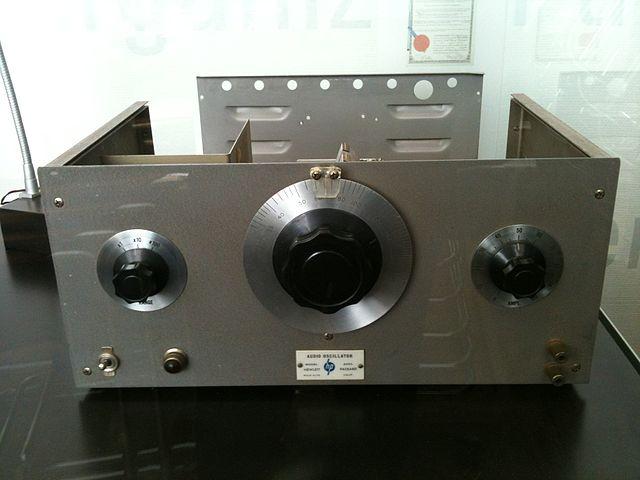 HP200A 聲波振盪器。圖片來源:Colin @flickr , CC 2.0