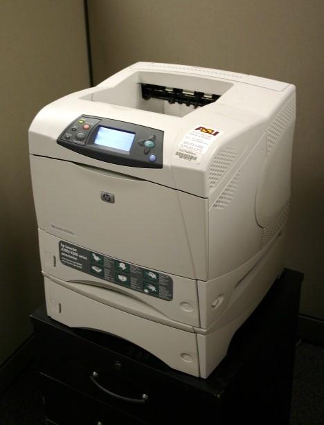 HP LaserJet 4200 型印表機。圖片來源:Combuchan @en.wikipedia , CC 2.5