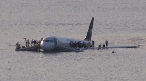 《薩利機長:哈德遜奇蹟》改編自 2009 年全美航空1549 號班機迫降哈德遜河事件。圖片來源:Wikipedia
