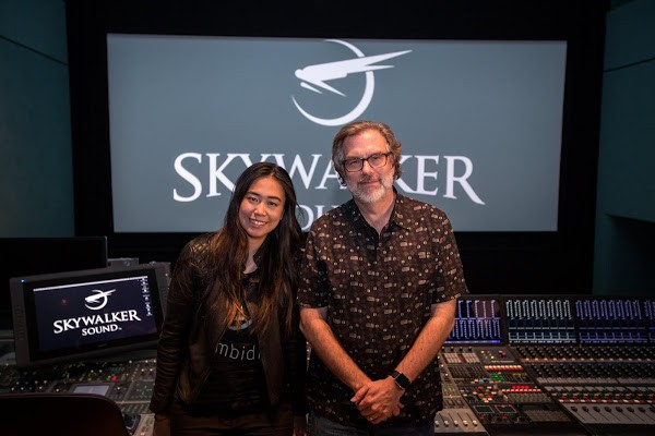Ambidio 創辦人吳采頤(左)與 Skywalker Sound 的聲音設計師與導演 Gary Rydstrom。圖 / Ambidio 粉絲團提供