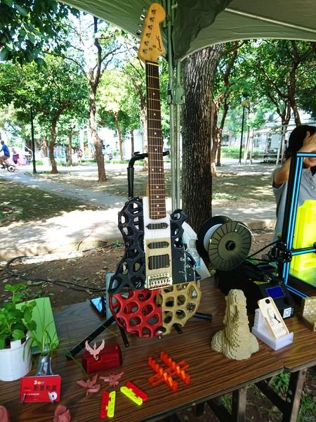 利用 3D 列印技術也能打造電吉他。
