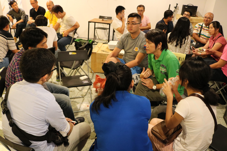講者們在分享之後,也和相關領域的參加者交流目前的創業狀況、直接給予建議。