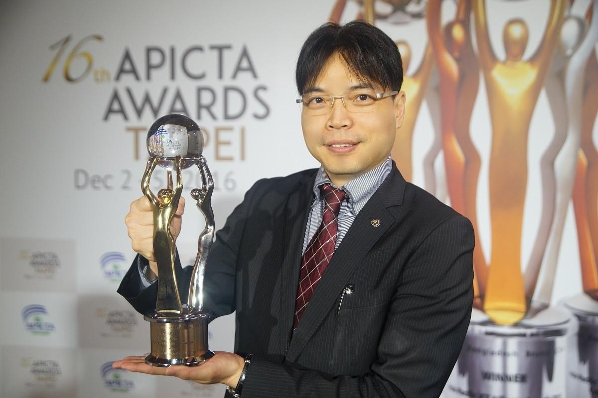 《team》創辦人郭承翔代表領取APICTA-Awards通訊類金牌獎