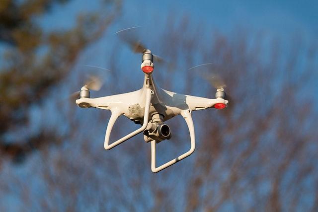 新興智慧機器將是仿神經型態晶片主要市場,包括自駕車、商用無人機、家用機器人、盲人醫療器材輔具、具認知功能智慧行動裝置等。圖/Doodybutch @ wiki
