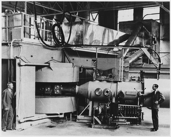 598px-berkeley_60-inch_cyclotron