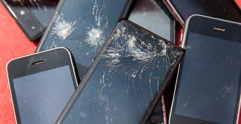 十年過去,全球為了生產 71 億支智慧型手機付出的代價是?