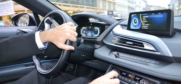 都已經在車上裝好電腦,當然要拿來提升安全